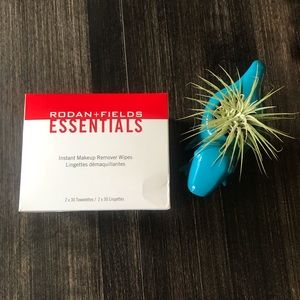 Rodan and Fields Make Up Remover Wipes